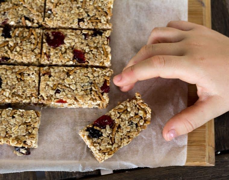 No-Bake Honey and Oat Muesli Bars - quick and easy
