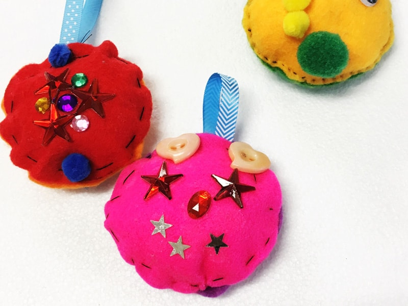 DIY Felt Christmas Baubles for the kids to make