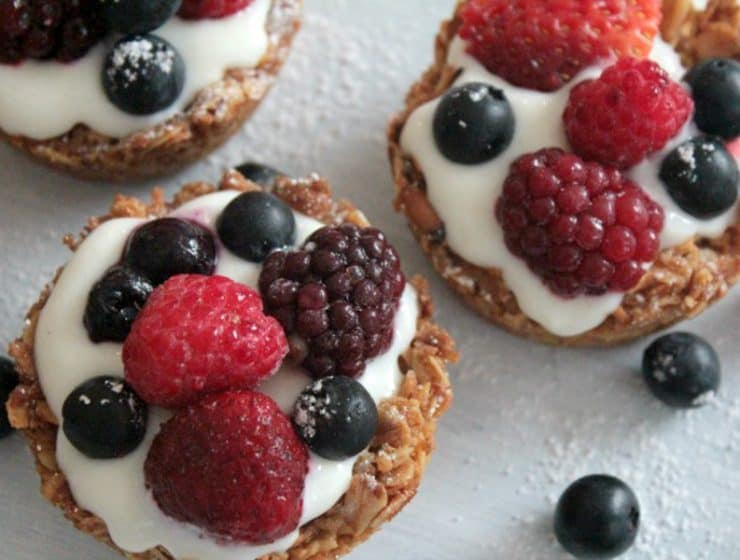 Yoghurt and mixed berry oat cups